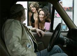 Các nữ tiếp viên của quán đang nói chuyện với khách hàng. Ảnh: AP